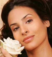 """Крем не помогает? А учитывали """"внутренние часы""""?. Ночные кремы выполняют главную функцию – питание кожи. Ночью восстанавливаются и обновляются клетки кожи. Для эффекта подтяжки конкура лица и для зрелой кожи прекрасно подойдут крема, в составе которых содержится полученный искусственным путем коллаген."""