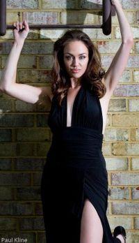 Тиффани Клаус сейчас 29 лет, она зарабатывает на жизнь именно своим сходством с Анджелиной Джоли.