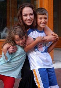 Молодая конкурентка наступает Анджелине Джоли на пятки