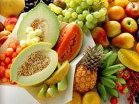 Съедобная косметика питательна и некалорийна. Темные фрукты очищают и успокаивают кожу (авокадо, фига, виноград, клубника), а светлые, благодаря молочным протеинам, – увлажняют (дыня, апельсин, арбуз). Выбирайте косметику с натуральными маслами и экстрактами фруктовых кислот и овощными ингредиентами.