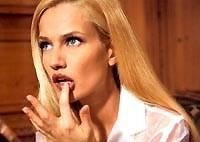 Съедобная косметика питательна и некалорийна. Специалист фирмы «Риволи» утверждает: «Мужчины любят аромат кофе, обожают! Представляете, женщина как бы возбуждает у них аппетит!», так что смело пользуйтесь шоколадным муссом и кофейным блеском для губ.