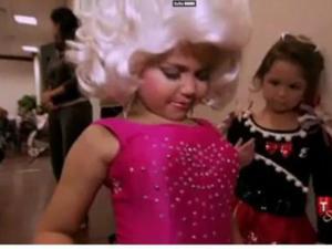 Четырехлетняя малышка с гигантской силиконовой грудью шокировала Америку. 9342.jpeg