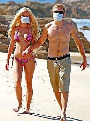 Свиной грипп не омрачил медовый месяц топ-модели в Мексике