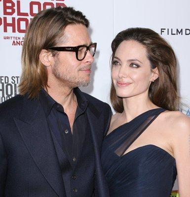 «Меня всегда влекло к военным фильмам, – признаётся Джоли, – Мне понравилось быть режиссёром. Если мне разрешат, то я снова что-нибудь сниму. Но я до сих пор стесняюсь».. 9493.jpeg