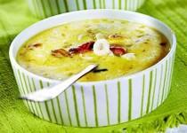 макароны, полить соусом (морепродукты со сливками) посыпать тертым сыром...
