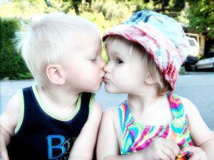 Поцелуи. Кто их придумал и зачем?. дети, малыши, поцелуй