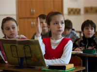 Двуязычные дети видят мир иным. ребенок, девочка, школа