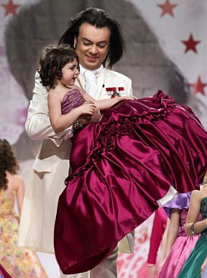 Филипп Киркоров вышел на подиум с ребенком
