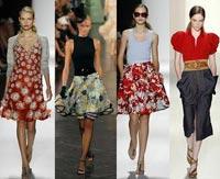 В моде мини юбки, опять же в стиле хиппи, украшенные фольклорным орнаментом, крупными цветами.